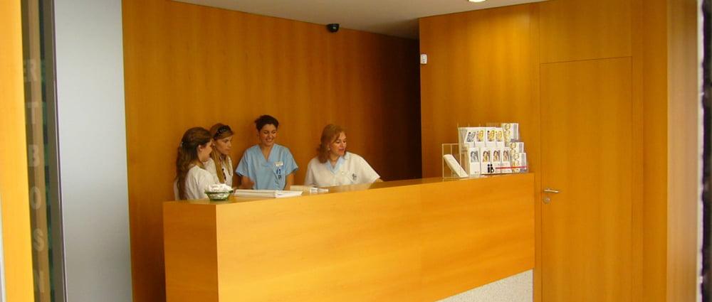 Instituto Bernabeu Cartagena reception desk