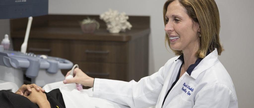 Dr Winkler en consultation gynecologique